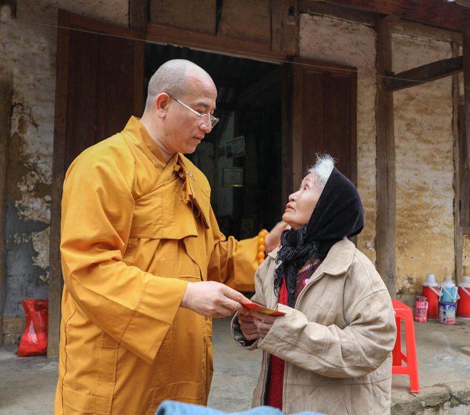 Thầy Thích Trúc Thái Minh Đi Từ Thiện Ở Lai Châu