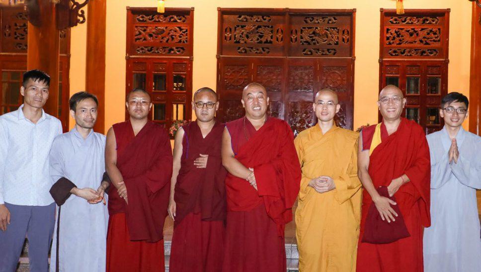 Phái Đoàn Chư Tăng Đến Từ Nepal Thăm Chùa Ba Vàng