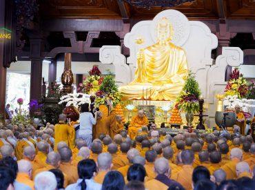 Tại buổi lễ Khánh Tuế, hàng ngàn chư Tôn đức Tăng Ni, Phật tử thuộc hệ thống thiền phái Trúc Lâm Yên Tử đồng hướng về hòa thượng Tôn sư Thích Thanh Từ với lòng thành kính và biết ơn sâu sắc.