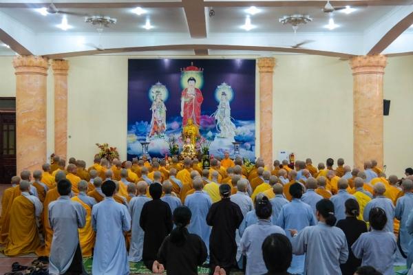 Đại chúng thành kính dâng lời tác bạch nhân buổi lễ khánh tuế Sư Phụ Thích Trúc Thái Minh.