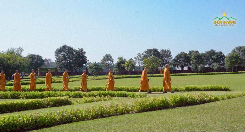 Chư Tăng chùa Ba Vàng tới thăm thánh tích Kapilavatthu.