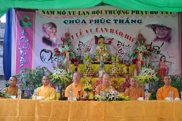 Thầy trụ trì Thích Trúc Thái Minh và chư Tăng Ni chùa Ba Vàng hoan hỷ quang lâm tham dự Đại Lễ Vu Lan chùa Phúc Thắng.