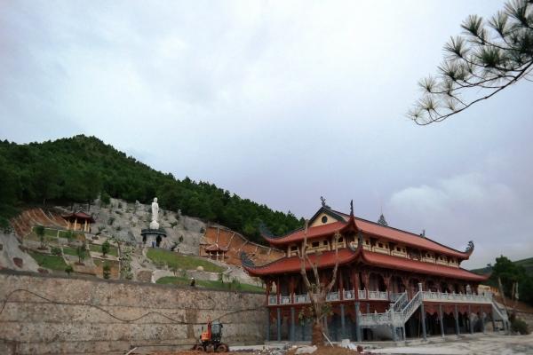 Công trình nhà thờ Tổ chùa Ba Vàng.