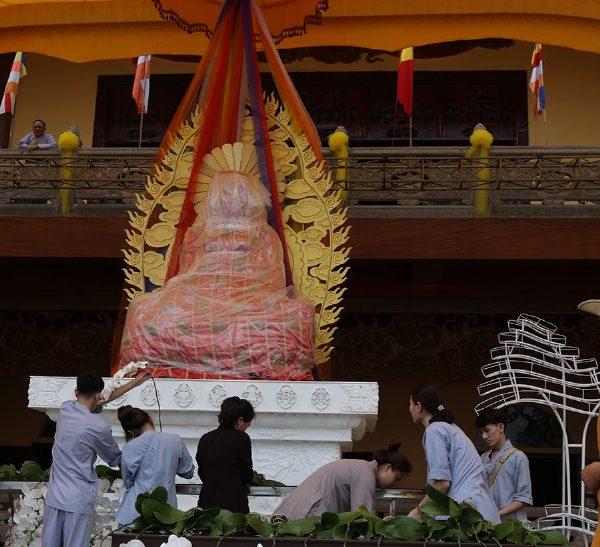 Đại lễ Phật đản và chiêm bái Phật Ngọc Vì Hòa Bình Thế Giới sẽ được tổ chức tại chùa Ba Vàng vào ngày 13/05/2016.