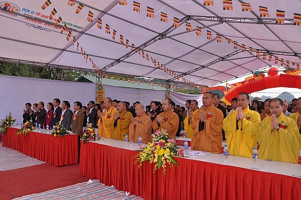 Thầy Thích Trúc Thái Minh tham dự lễ động thổ khởi công xây dựng chùa Trúc Lâm Tà Lùng.