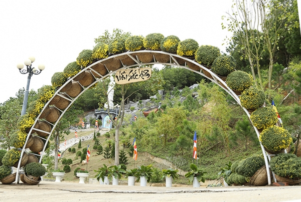 Vườn Sắc Xuân chùa Ba Vàng.