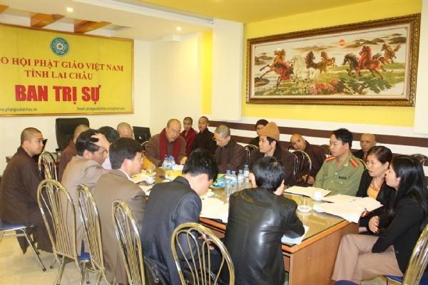 Buổi họp diễn ra trang nghiêm hướng tới buổi lễ ra mắt thành công tốt đẹp.