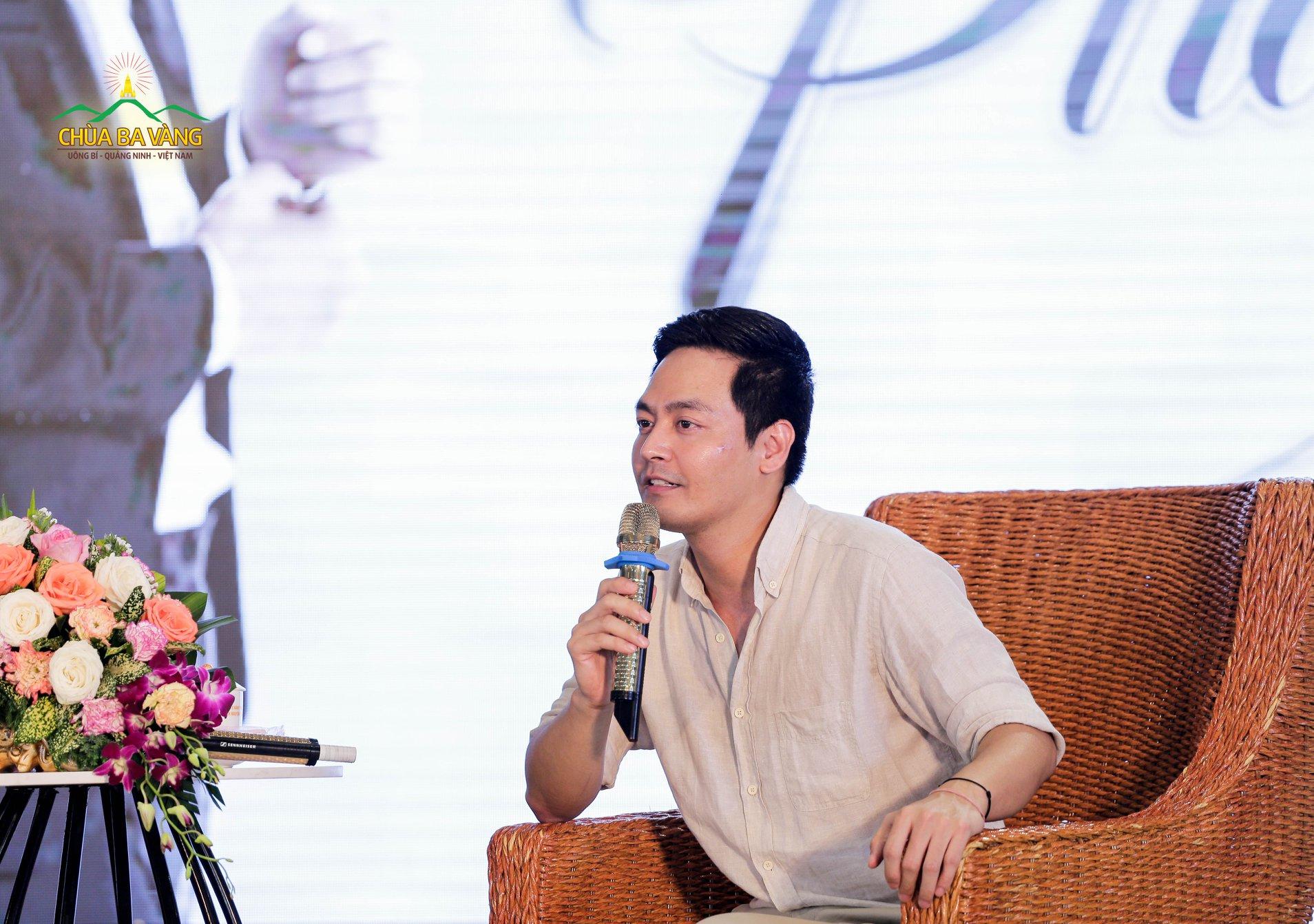 Giao lưu với người nổi tiếng - MC Phan Anh.
