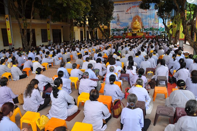 Đạo tràng trang nghiêm thanh tịnh trong buổi Pháp thoại của Thầy Thích Trúc Thái Minh tại chùa Bằng.