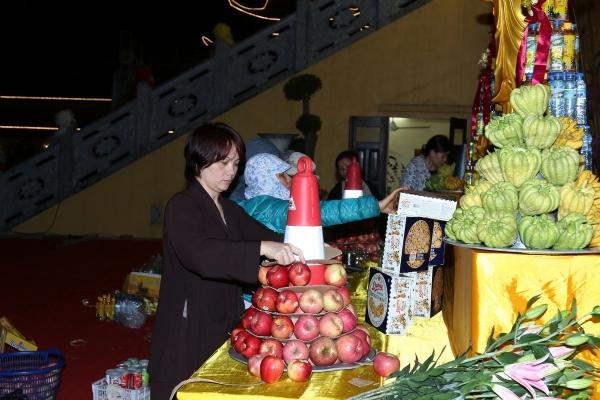 Ban hương đăng chuẩn bị cho đàn lễ.