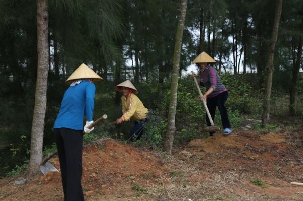 Nhân dân Phật tử địa phương nhiệt tình phụng vụ cho Đại lễ.