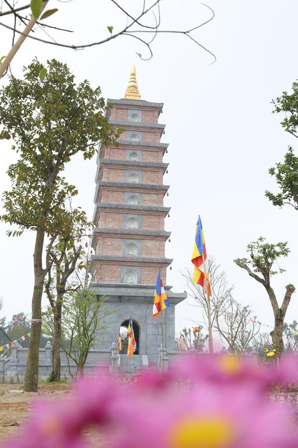 Bảo tháp chùa Diên Phúc.