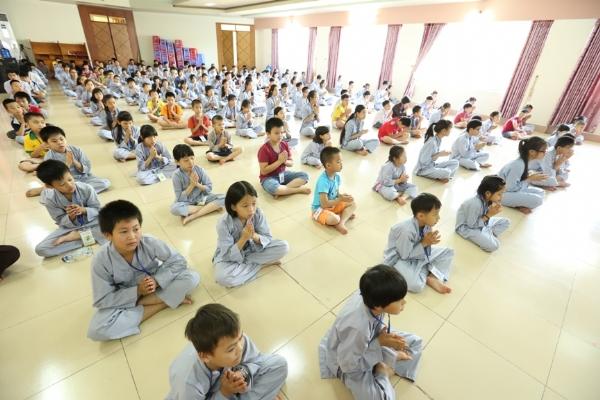 Thật hạnh phúc khi các bạn nhỏ sớm được học pháp sám hối được thân cận với giáo pháp của Đức Thế Tôn.