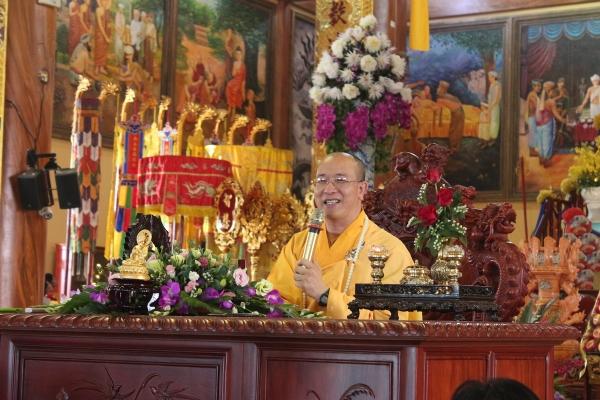 Thầy Thích Trúc Thái Minh trong buổi giảng Pháp.