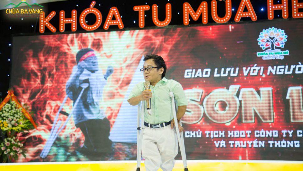 Anh Nguyễn Sơn Lâm đến giao lưu cùng các bạn khóa sinh Khóa tu mùa hè chùa Ba Vàng 2019