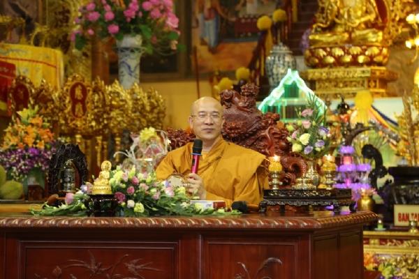 Thầy Thích Trúc Thái Minh trong buổi giảng Pháp ngày 14 tháng 3 năm Bính Thân.