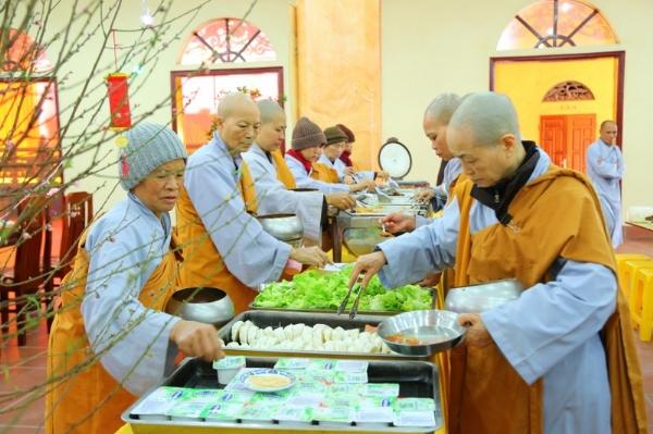 Chư Ni chùa Ba Vàng.