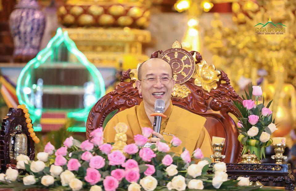 Sư Phụ Thích Trúc Thái Minh ban bố thời Pháp nhũ quý giá cho hàng Phật tử trong ngày tu Bát Quan Trai giới