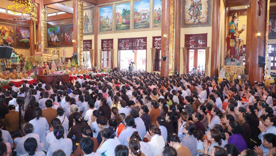 Phật tử chú tâm lắng nghe những dòng Pháp nhũ của Sư Phụ Thích Trúc Thái Minh