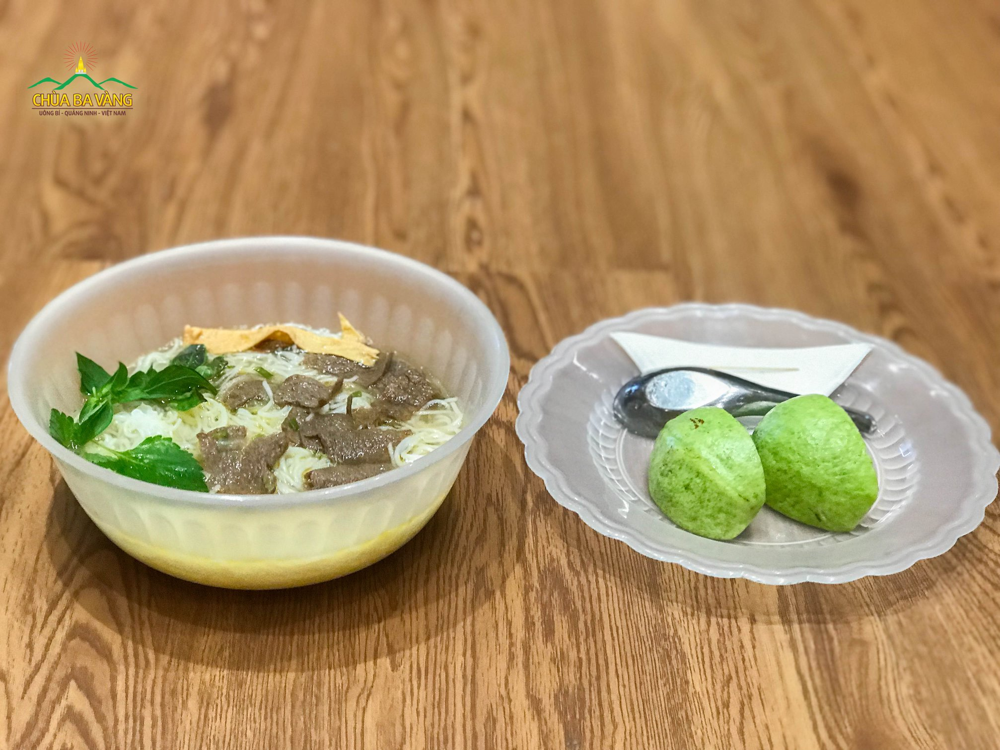 Món Phở chay đặc biệt - bữa sáng đầu tiên của các bạn khóa sinh trong Khóa tu mùa hè Chùa Ba Vàng