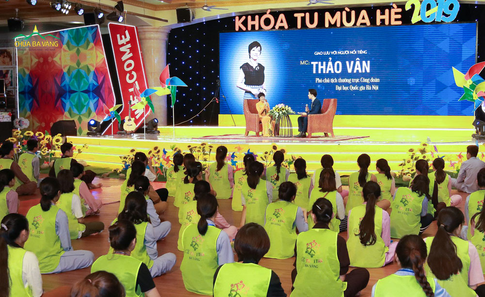 MC Thảo Vân chia sẻ cùng với các bạn khóa sinh về câu chuyện của mình