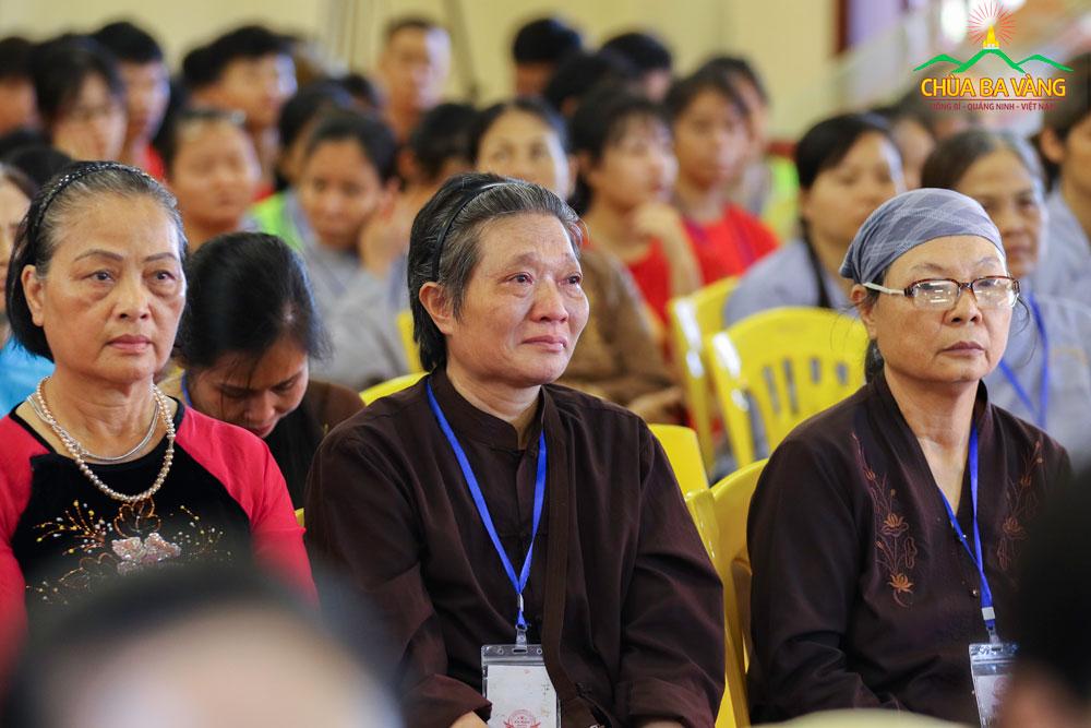 Phật tử xúc động khi được nghe về sự hy sinh to lớn của các Anh hùng liệt sỹ