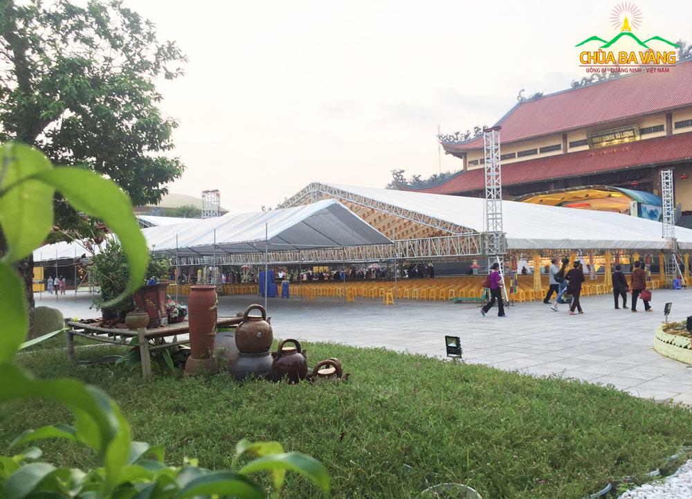 Công tác chuẩn bị cho lễ Vu Lan chùa Ba Vàng đang dần được hoàn tất
