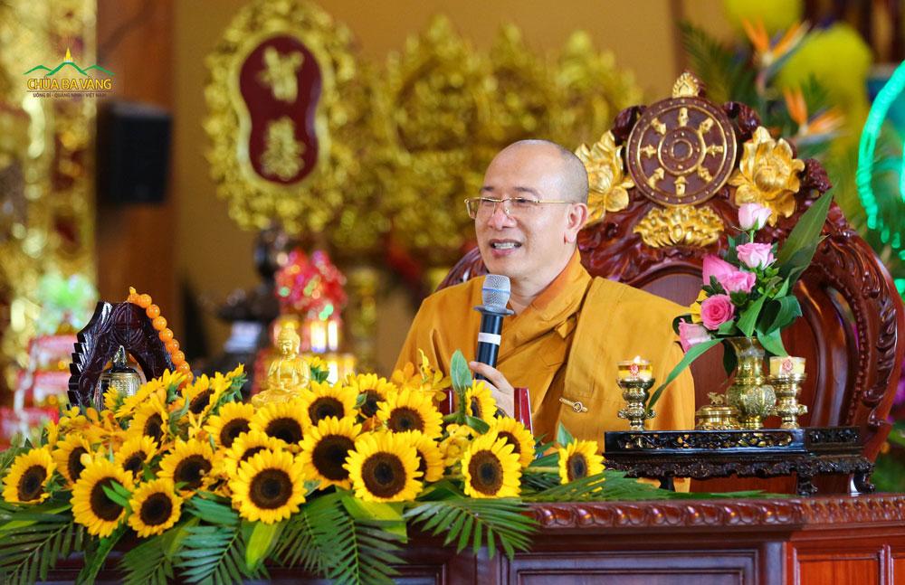 Sư Phụ Thích Trúc Thái Minh căn dặn hàng đệ tử trong Lễ Vu Lan