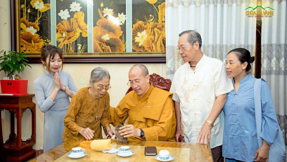 Sư Phụ Thích Trúc Thái Minh và Hai đấng sinh thành