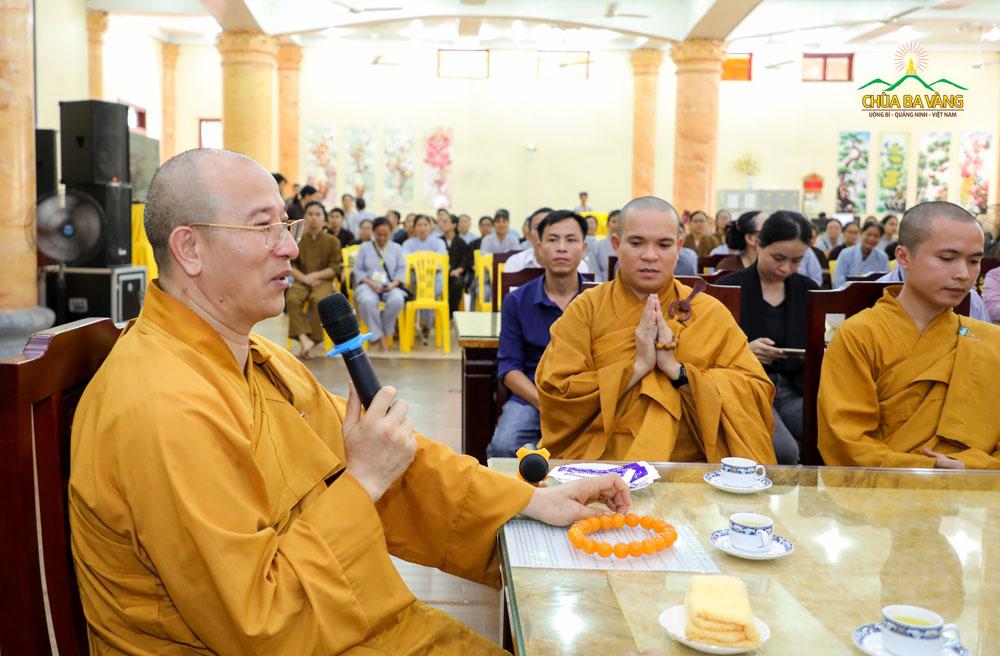 Sư Phụ Thích Trúc Thái Minh phát biểu tại buổi gặp mặt