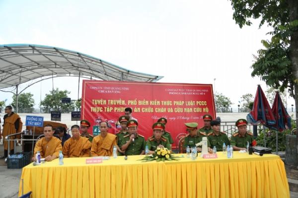 Chư Tăng ni chùa Ba Vàng chứng dự và tham gia buổi diễn tập.