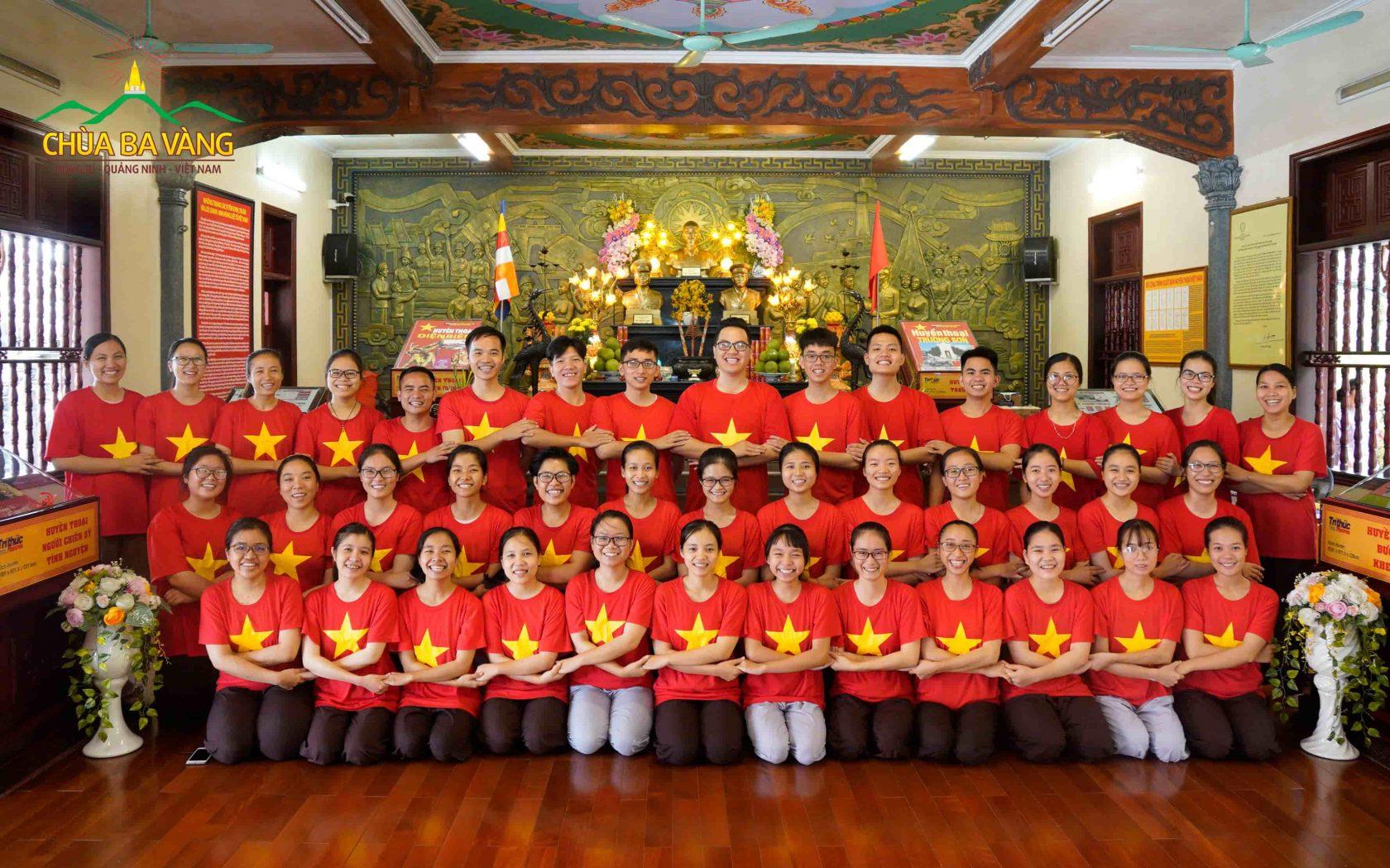 Phật tử trẻ chùa Ba Vàng hân hoan đón ngày quốc khánh Việt Nam 2/9
