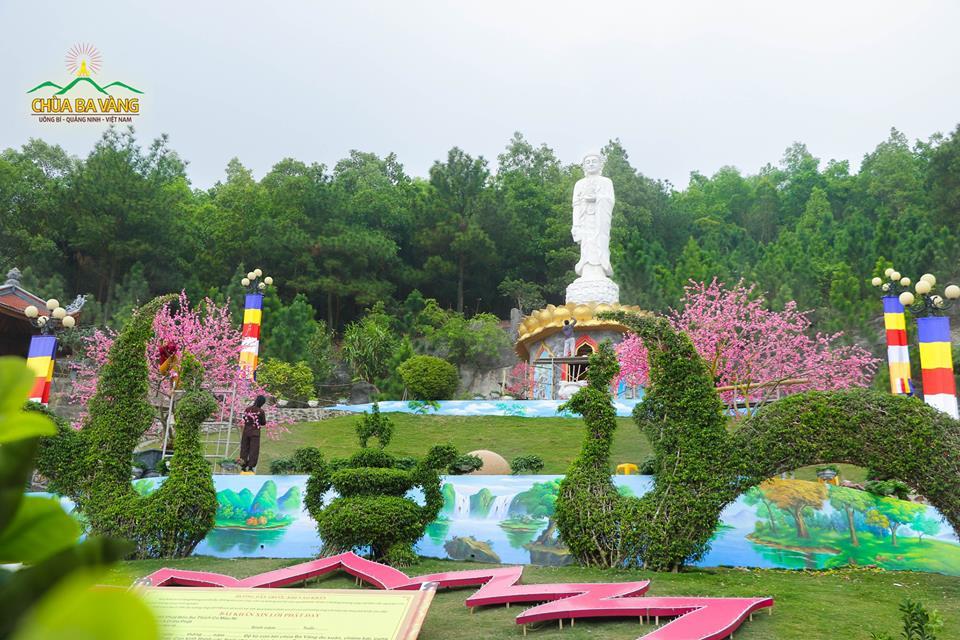 Tượng Phật A Di Đà tại Chùa Ba Vàng