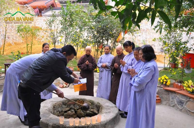 Giếng Thần cổ tại chùa Ba Vàng