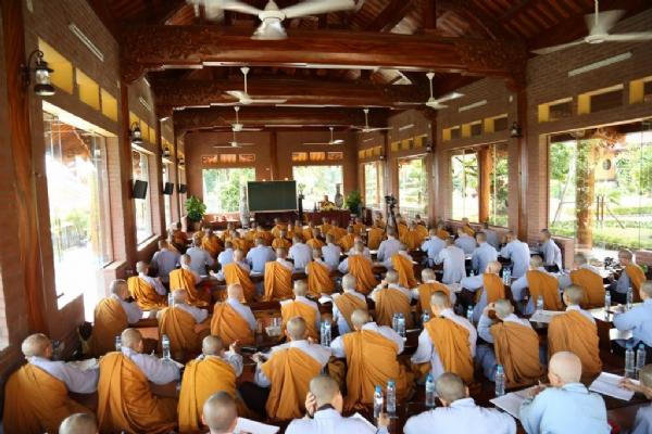 Sư Phụ Thích Trúc Thái Minh giáo dưỡng về giáo lý Phật pháp cho đại chúng.