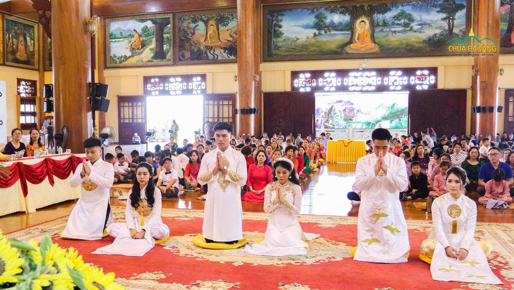 Tân lang lắng nghe Sư Phụ giảng về bổn phận của người làm chồng trong buổi Lễ Hằng Thuận
