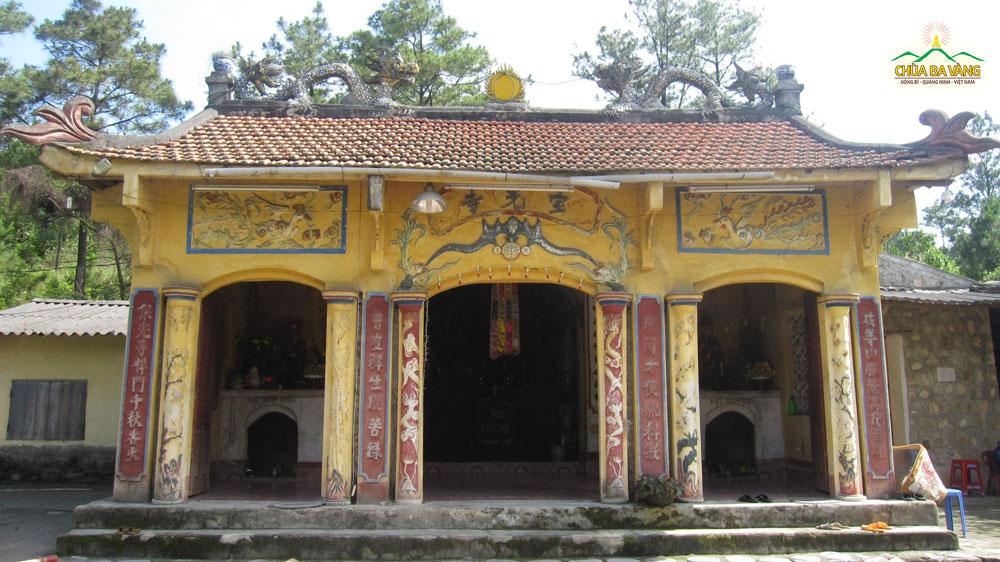 Ngôi chùa Ba Vàng cũ năm 2007