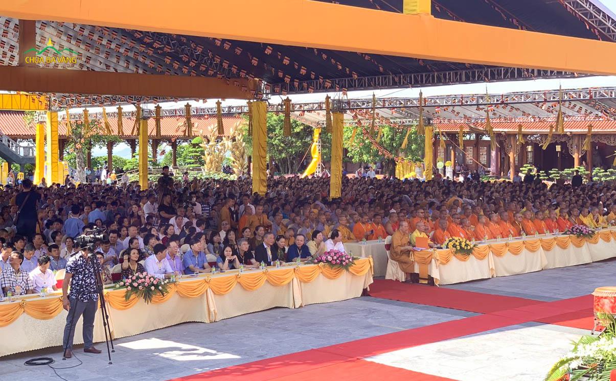 Chùa Ba Vàng tổ chức Đại lễ giỗ Tổ với hàng ngàn Chư Tăng, Ni, Phật tử và nhân dân về tham dự