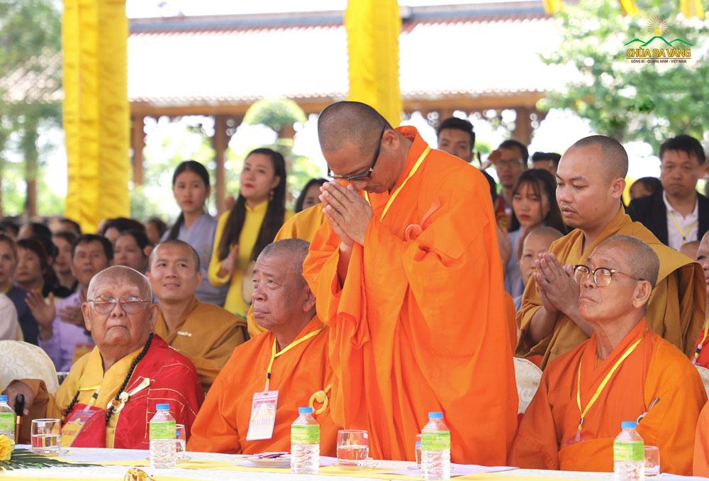 Thượng tọa Thích Thiện Cự - Trợ Lý Hữu Tăng Trưởng An Nam Tông - Phật giáo Thái Lan quang lâm chứng minh trong Đại lễ