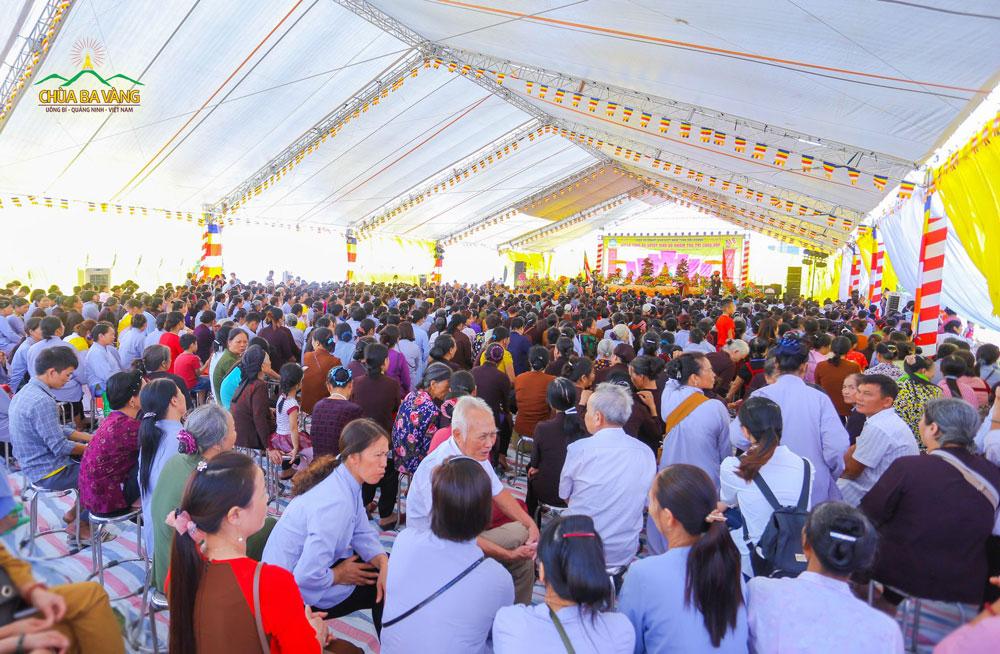 Đông đảo Phật tử, nhân dân thập phương đã có mặt tham dự Đại lễ