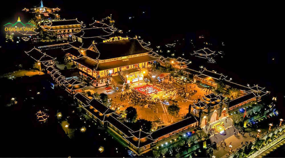 Hình ảnh chùa Ba Vàng về đêm đẹp như tranh vẽ