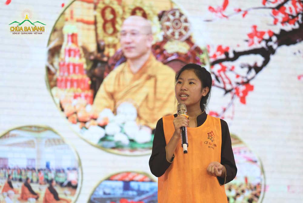 Bạn Hằng xúc động chia sẻ những chuyển hóa tốt đẹp của gia đình từ khi biết đến Phật Pháp