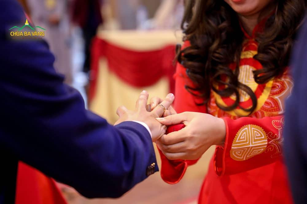 Lời Phật dạy đối với người vợ phải luôn biết giữ gìn tài sản của chồng