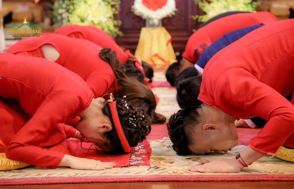 Lời Phật dạy về người vợ phải luôn vui vẻ, tử tế với chồng