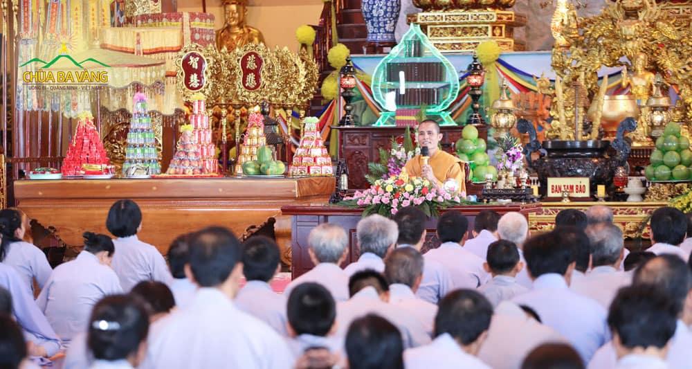 Đại đức Giảng sư Thích Trúc Bảo Năng giảng giải về giới thứ 5 cho các Phật tử cùng hiểu rõ