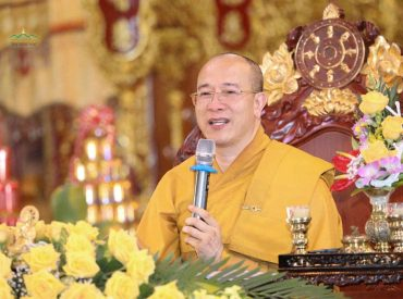 Sư Phụ Thích Trúc Thái Minh trong buổi giảng Pháp
