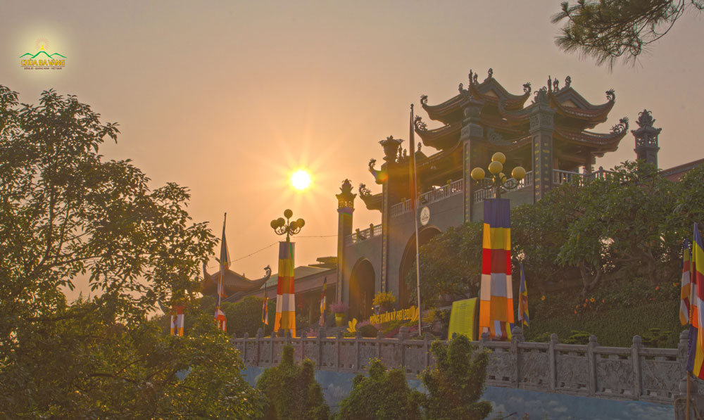 Mùa thu trên nong thiêng Ba Vàng là thời điểm đẹp để mọi người tổ chức lễ thành hôn trên chùa