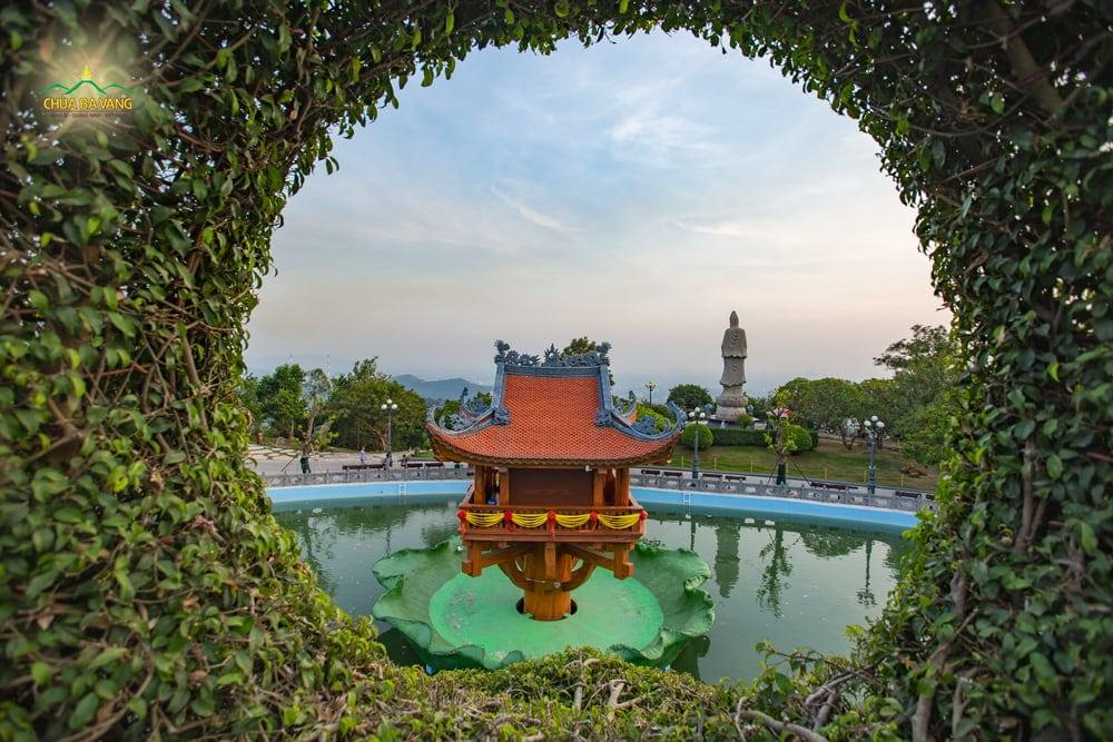 Một góc nhìn mới lạ về cảnh đẹp chùa Ba Vàng