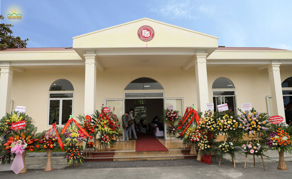 Khu nhà đa năng - công trình được chùa Ba Vàng dành tặng cho Trường Đại học Ngoại thương - cơ sở Quảng Ninh