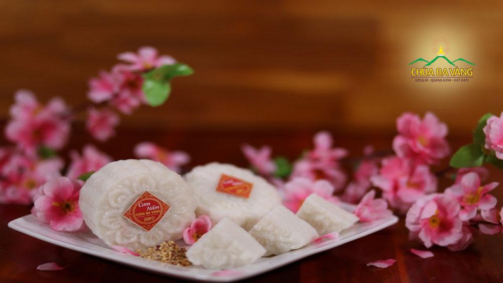 Món cơm nắm đặc biệt tại chùa Ba Vàng